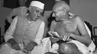 Nehru i Gandhi, artífexs de la independència de la Índia.
