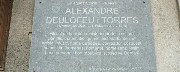 Placa dedicada a Alexandre Deulofeu a Figueres.